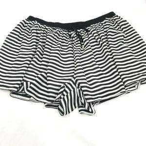 Torrid Black and white striped skort Torrid Sz 3